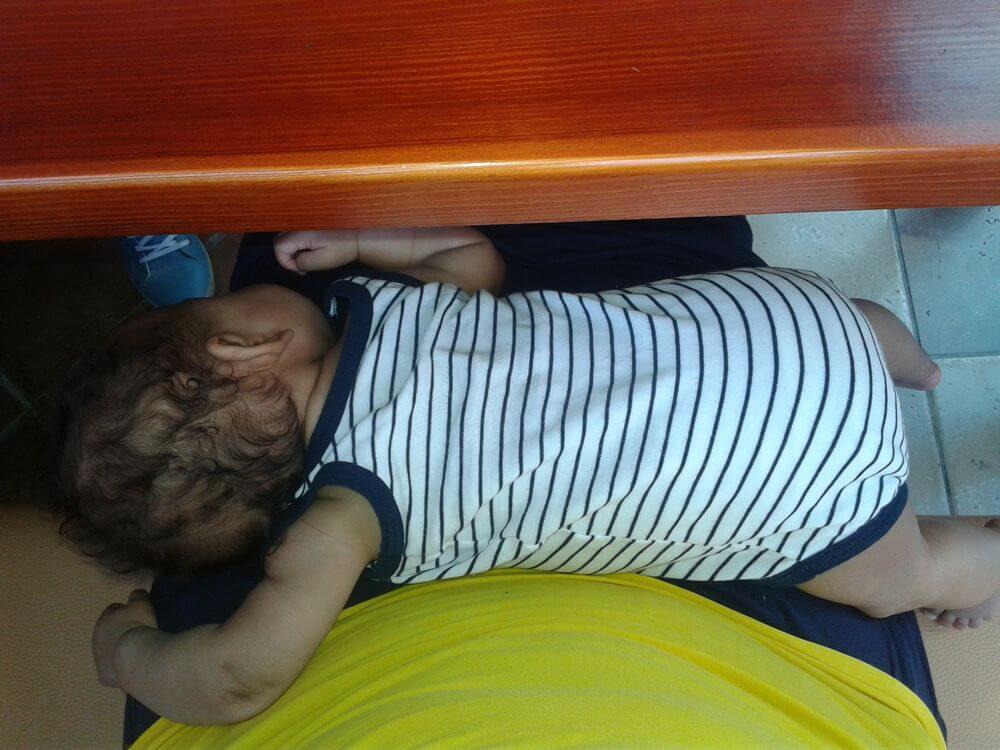Córka Młodsza śpi pod stołem ;)